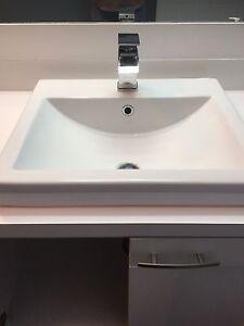 Lavabo, robinet, rangement antique bois, toilette, bain
