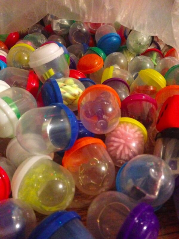 """1 inch Vending Machine Capsules Toy Mix 100 pieces Birthday Grab Bags 1"""""""