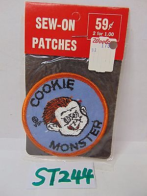 VINTAGE 1970'S EMBROIDERED SEW-ON-PATCH USA CARTOON COMIC COOKIE MONSTER BOY