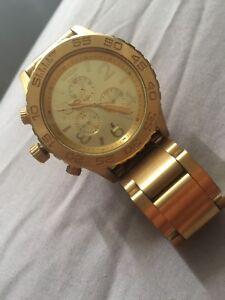 1abbf40521b6 Nixon gold watch