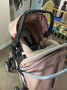 Set of baby car seat with base and stroller from Safety First