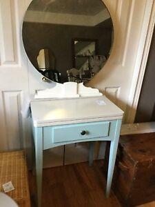 Sm blue & white vanity set