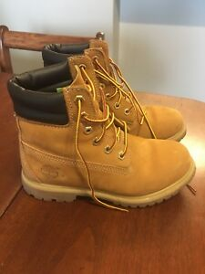 Women's 5.5 Timberlands