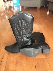 Women's size 8 cowgirl boots
