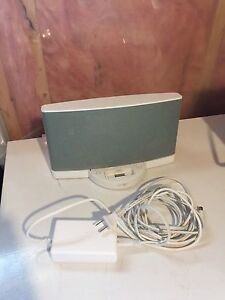 **Price Reduced** Bose speaker dock with power block