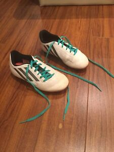 Boys Adidas Outdoor Soccer Shoes Cleats Size 2