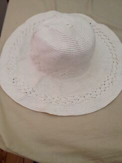Ladies hats for sale Tenambit Maitland Area Preview