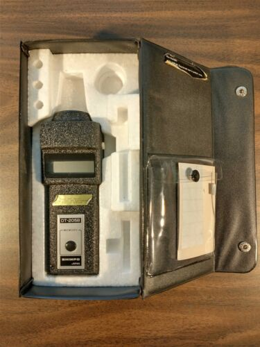 SHIMPO DT-205B DIGITAL OPTICAL TACHOMETER WITH CASE