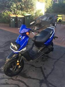 Buy my Yamaha BeeWee Scooter! Lindisfarne Clarence Area Preview