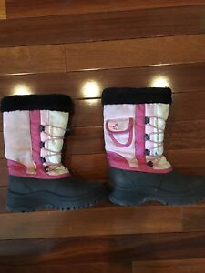 Girls winter boots size 3 - $10