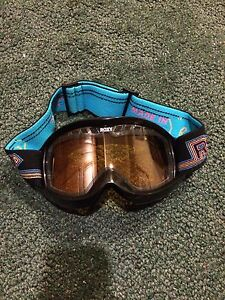 Roxy brand ski/snowboard goggles with case