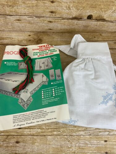 Vintage Progress Stamped Embroidery Christmas Holly Apron w/Thread 1225