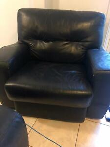Leather lounge, 2 armchairs and 2 footstools!!!