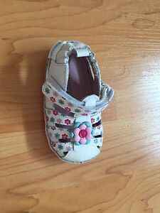 Brand new Robeez by Stride Rite baby shoes/sandals size 2