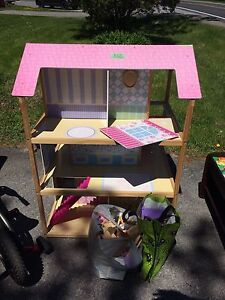 Dollhouse with all wood furniture
