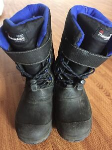 Boys Thinsulate boots size 3