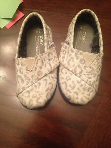 Size 6 girls toms