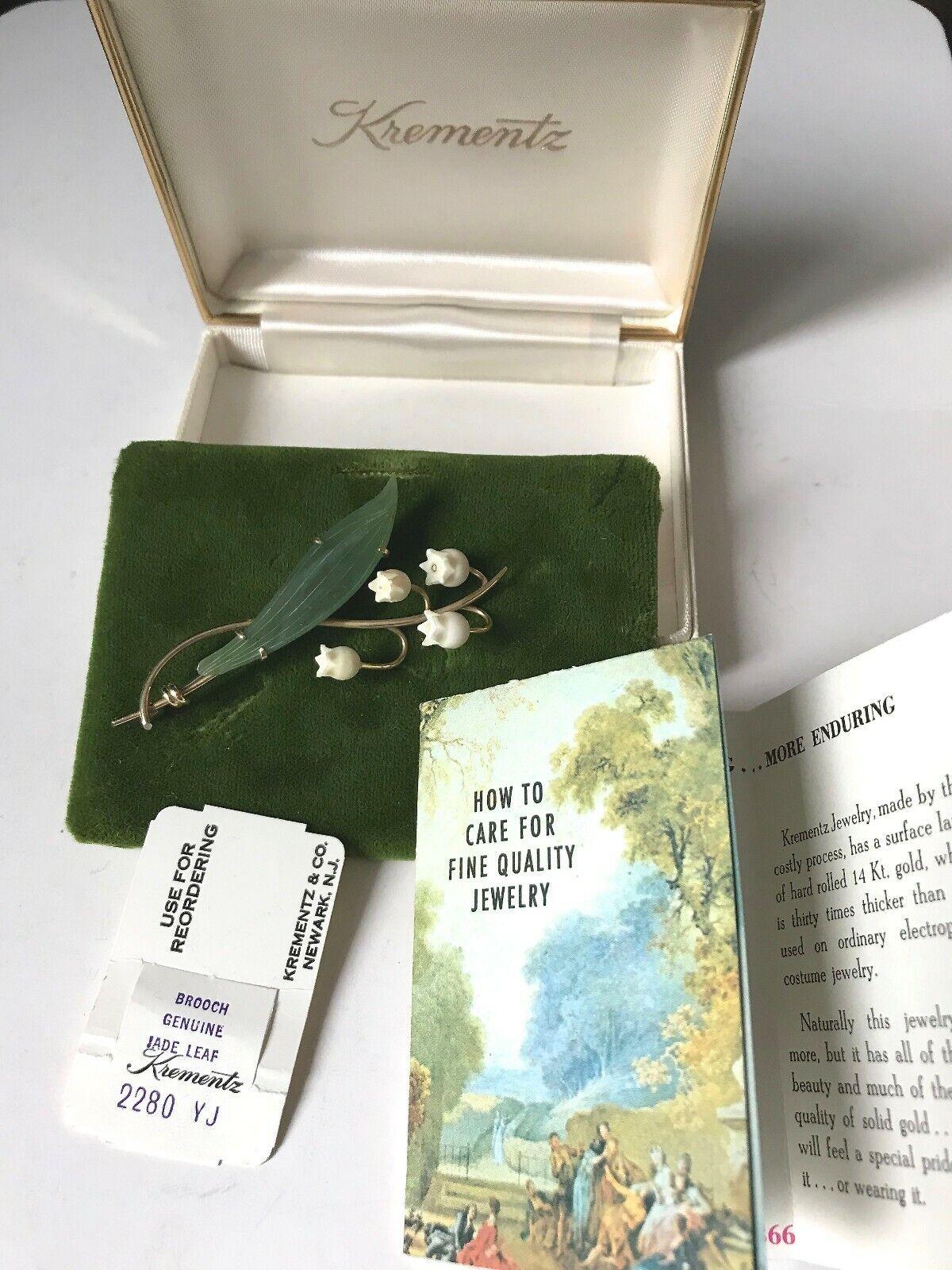KrementzBrosche Jade, Bein, USA, in Originaletui, mit Beschreibung