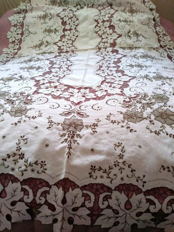 """Amazing Elaborately Embroidered & Cutwork Floral Madeira Tablecloth 108 x 64"""""""
