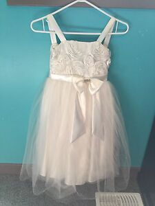Beautiful Flower Girl Dress - Size 8