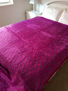 High Fashion Synthetic Pile Bedspread - Double Bed Wollongong Wollongong Area Preview