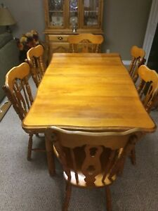 Maple kitchen table and 6 chairs