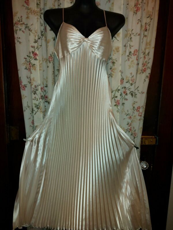VINTAGE FLOOR LTH.PLEATED GORGEOUS SATIN L GOWN