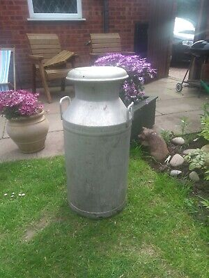 VINTAGE GRUNDYMILK CHURN (excellent condition ) With Lid . Ideal for planter