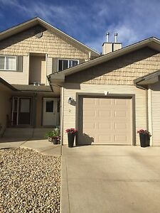 Townhouse in Sylvan Lake for rent
