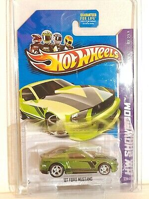 HOT WHEELS SUPER TREASURE HUNT '07 FORD MUSTANG NEW ON CARD VERY NICE