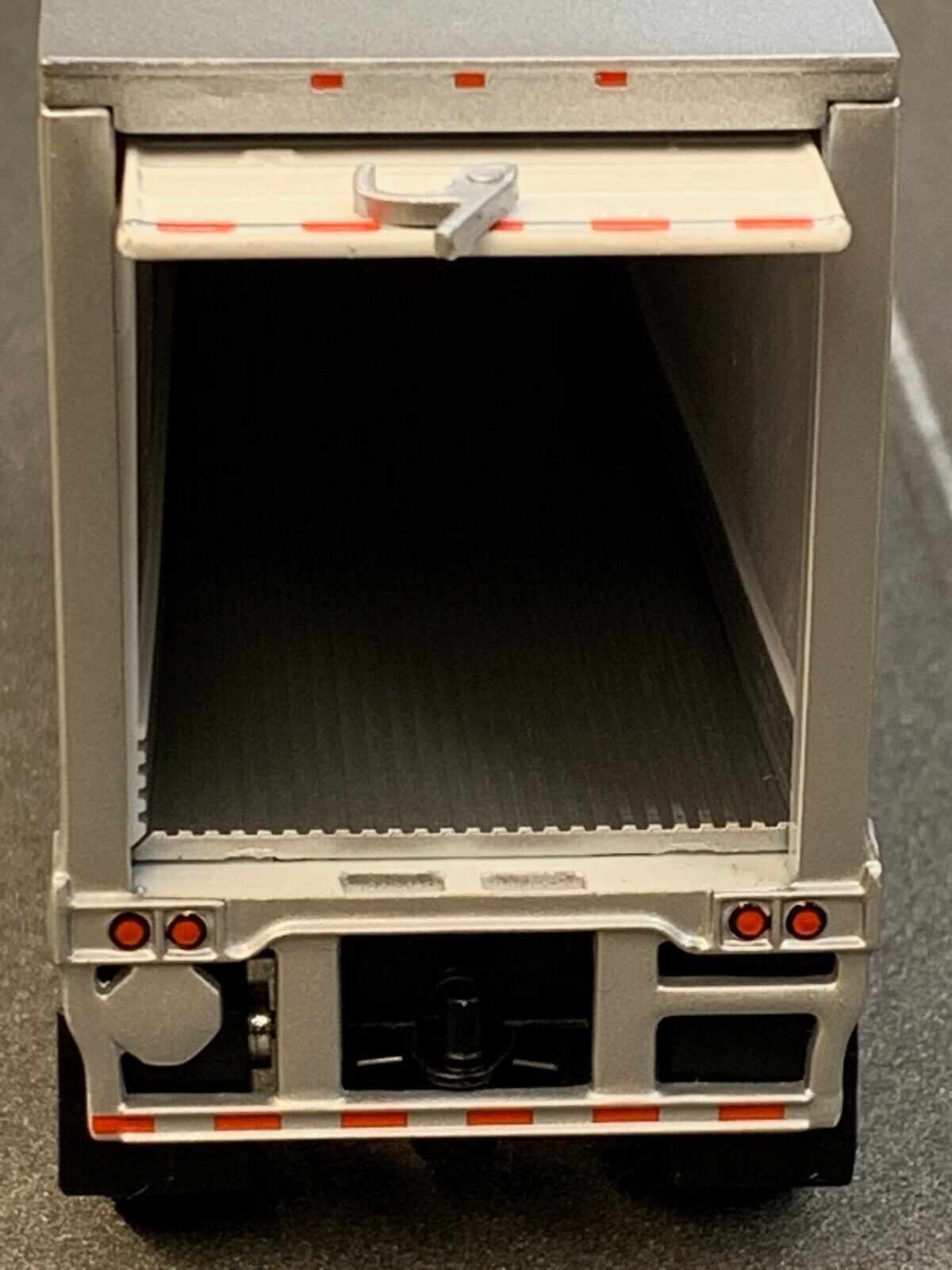 1/64 DCP WHITE WABASH CARRIER REEFER PUP TRAILER 2