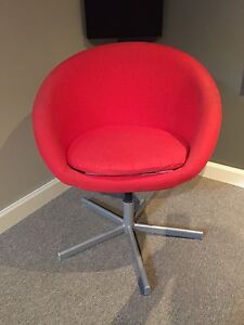Chaise rouge Ikea