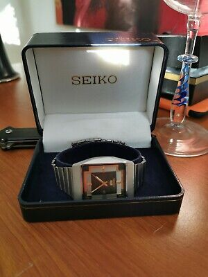 VINTAGE SEIKO 5 AUTOMATIC JAPAN MEN'S DAY/DATE WATCH