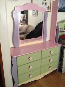 Girl's Bed/Dresser set