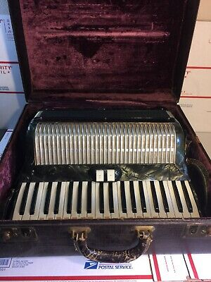 VINTAGE ACCORDION W/ CASE MADE IN ITALY! READ DESCRIPTION