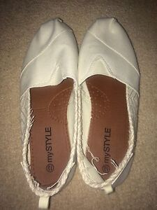 Casual shoes, never worn out, size 10