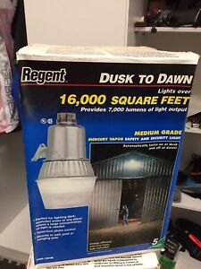 Regent commercial dusk to dawn security light  new  in box!