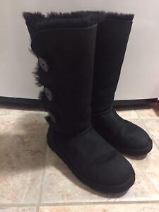 Uggs Authentic Size 8 Black Mint Condition