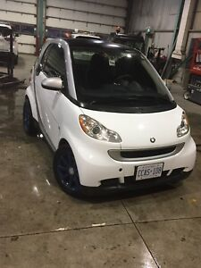 2012 smart car passion- white