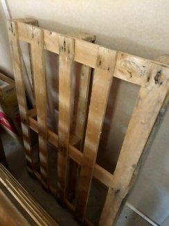 Free 2 wooden pallets