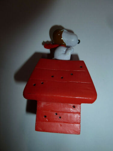Peanuts Snoopy as the Red Baron PVC figure toy on red doghouse WW1 dog beagle!