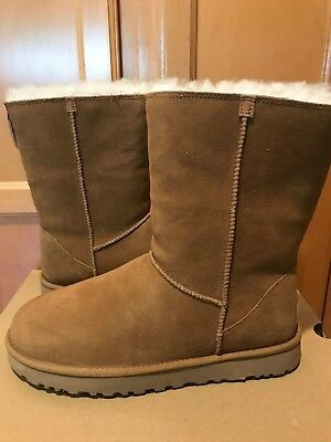 (NWOB Womens UGG Classic Short Zip Chestnut Brown Suede Sheepskin Boots Size 11)