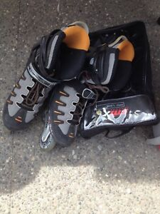 Men's size 11 roller blades and protective equipment