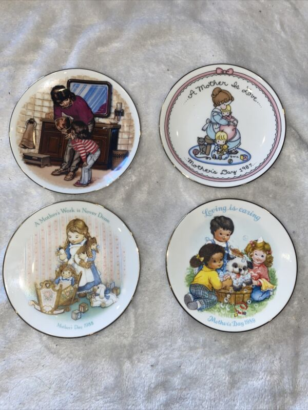 Set Of 4 Vintage Avon Mother's Day Decorative Collector Plates 1986-1989