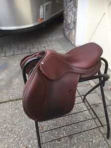 Antares 16 1/2 inch evolution saddle 1 yr old only