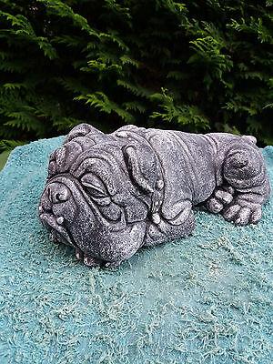 Stone/concrete garden ornament/statue of a bull dog