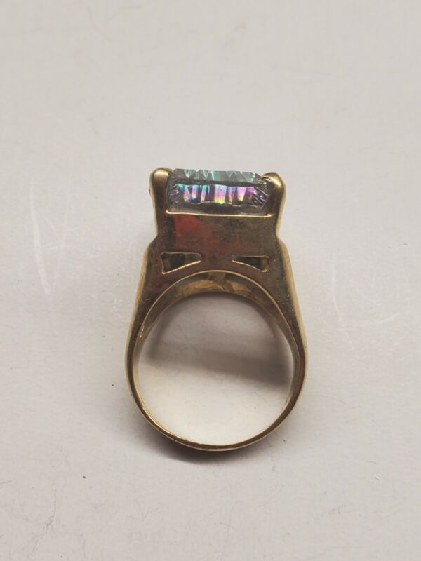 14k  ring for scrap or wear 17.5  grams grams with stones size 10