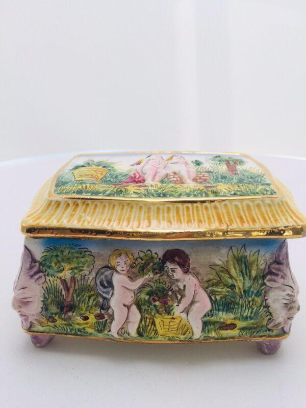 CAPODIMONTE Porcelain/ceramic FOOTED TRINKET BOX raised Cupid / Putti