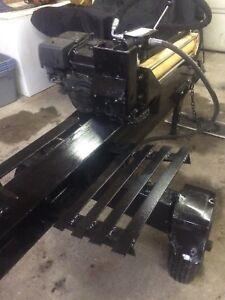Log Splitter With Log Lift.