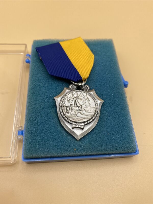 BOY SCOUT TRAIL MEDAL WITH RIBBON